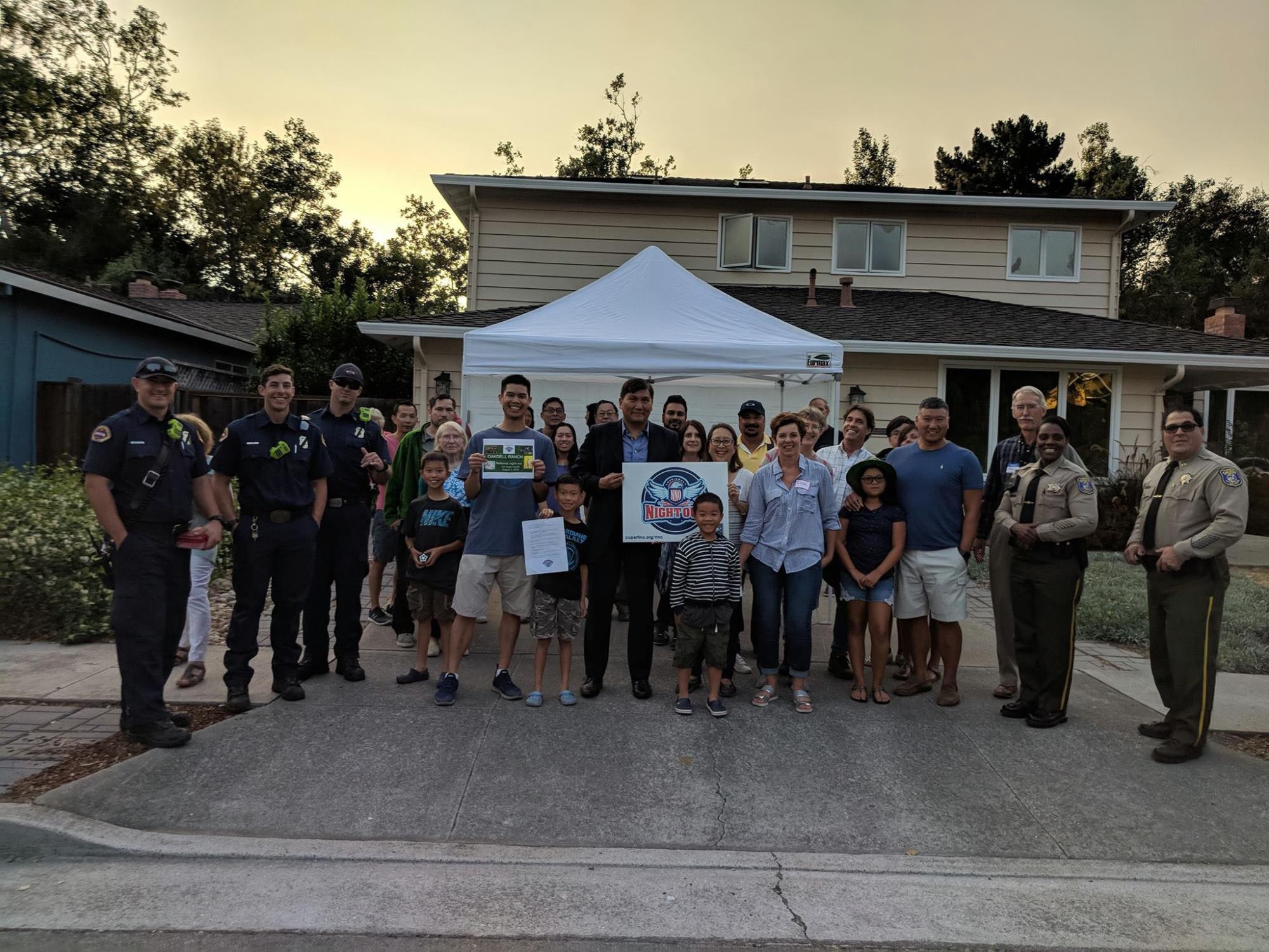 NNO2018_neighborhoodphoto_w-Mayor_sheriffs
